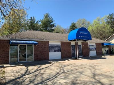 Commercial Lease For Lease: 1902 N Woodbine Road