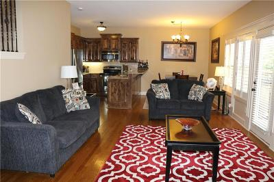 Lee's Summit Condo/Townhouse For Sale: 813 NE Lone Hill Drive