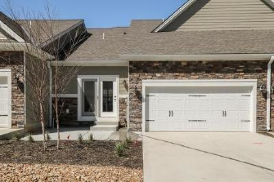 Overland Park Condo/Townhouse For Sale: 15900 W Foster Street #255