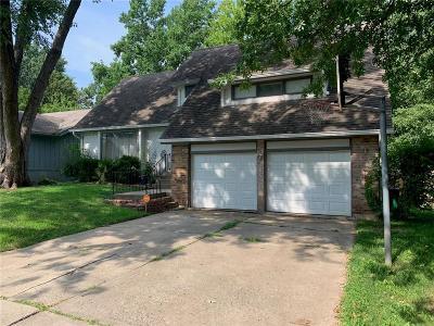 Lee's Summit Single Family Home For Sale: 104 NE Keystone Drive
