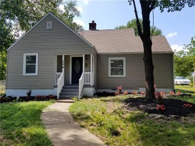Liberty Single Family Home For Sale: 204 S Leonard Street