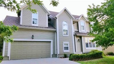 Olathe Single Family Home For Sale: 14334 S Blackfeather Street