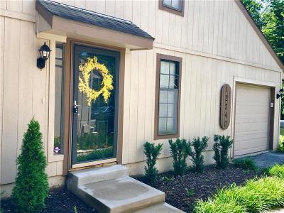 Kansas City Condo/Townhouse For Sale: 12240 Holmes Lane