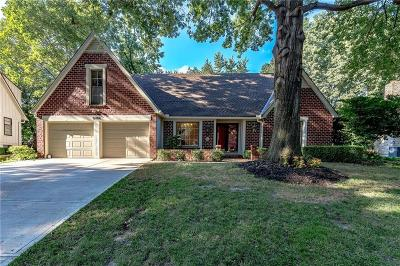 Overland Park Single Family Home For Sale: 8106 W 101st Terrace