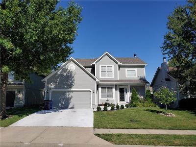 Olathe Single Family Home For Sale: 1036 N Crest Drive