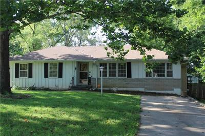 Kansas City Single Family Home For Sale: 7011 E 69th Street