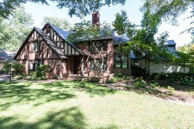 Leawood Single Family Home For Sale: 9415 Lee Boulevard