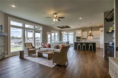 Lee's Summit Single Family Home For Sale: 4709 NE Pocono Circle