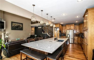 Kansas City Single Family Home For Sale: 9102 N Kansas Court