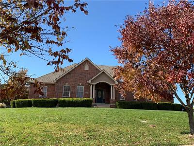 Lee's Summit Single Family Home For Sale: 120 NW Morton Court