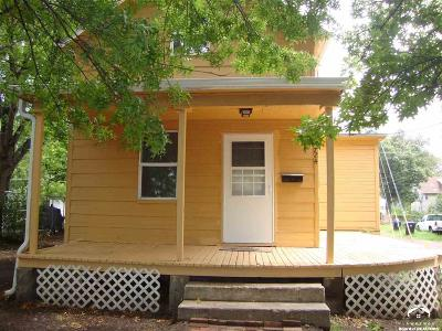 Topeka Single Family Home Under Contract: 724 SW Clay St