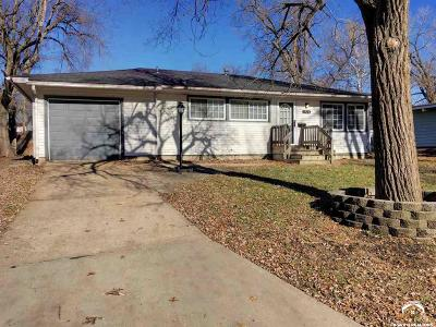 Shawnee County Single Family Home For Sale: 1924 SW Tara Ave