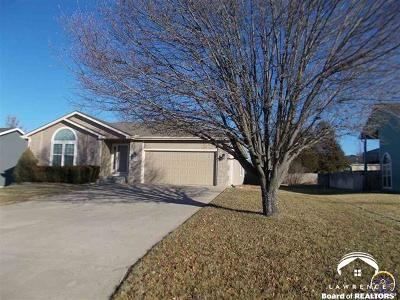 Shawnee County Single Family Home For Sale: 2408 SE Bennett Dr