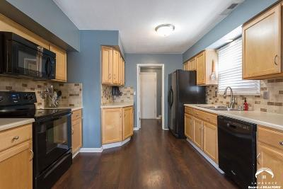 Lawrence KS Single Family Home Under Contract: $157,000