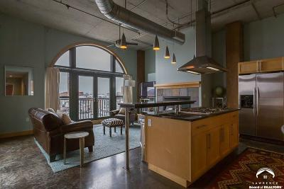Lawrence Single Family Home For Sale: 730 New Hampshire Street #4g