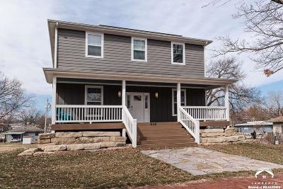 Lawrence Single Family Home For Sale: 909 Pennsylvania St