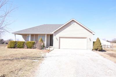 Baldwin City Single Family Home Under Contract/Taking Bu: 165 E 1600 Rd.