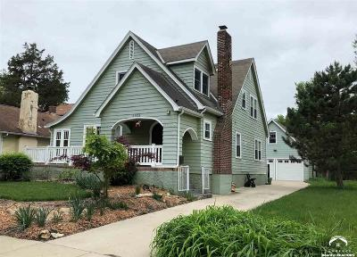Lawrence Single Family Home For Sale: 2025 New Hampshire St