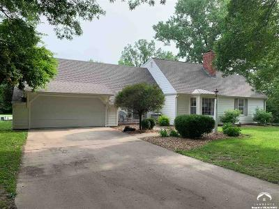 Lawrence Single Family Home Under Contract: 332 Woodlawn Court