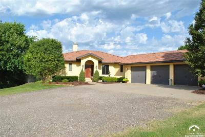 Lecompton Single Family Home Active/Kick Out Clause: 899 N 1928 Road