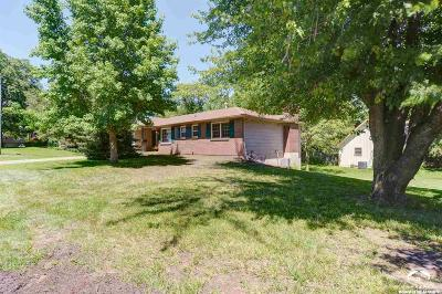 Lawrence Single Family Home For Sale: 2710 Belle Haven Drive