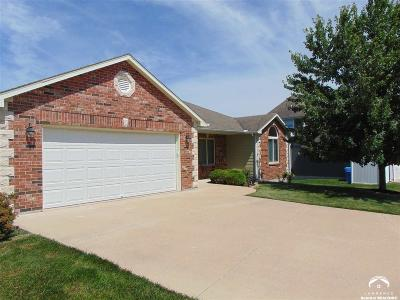 Tonganoxie Single Family Home Under Contract: 2075 Hidden Valley Place