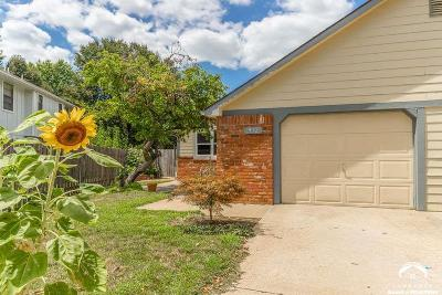 Lawrence Single Family Home For Sale: 912 Alma Court