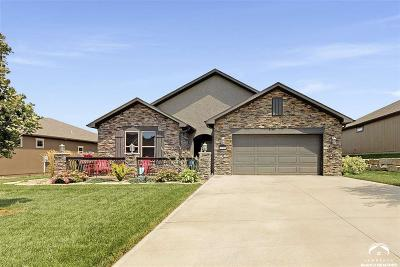 Lawrence Single Family Home For Sale: 520 N Blazing Star Drive