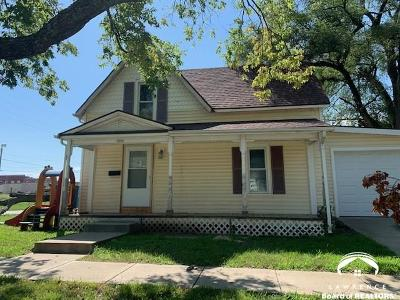 Tonganoxie Single Family Home For Sale: 222 S Delaware