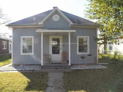 Single Family Home For Sale: 407 W 7th