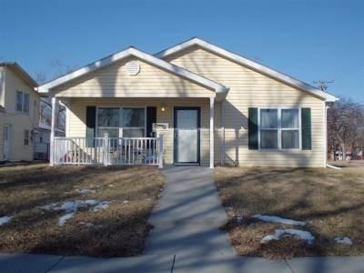 Single Family Home For Sale: 140 E 11th