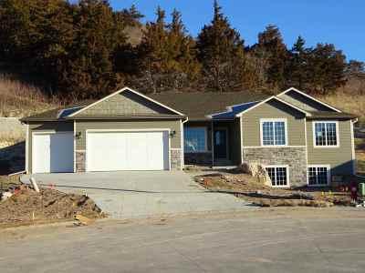 Manhattan Single Family Home For Sale: 4915 Shadowridge Dr