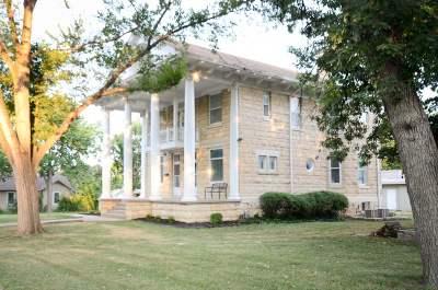 Single Family Home For Sale: 415 W Walnut