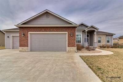 Manhattan KS Single Family Home For Sale: $345,000