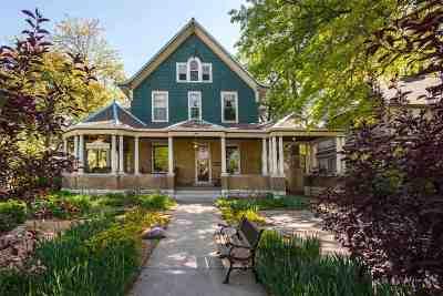 Single Family Home For Sale: 617 Houston Street