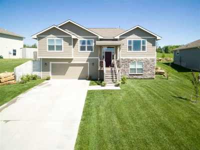 Manhattan KS Single Family Home For Sale: $260,000