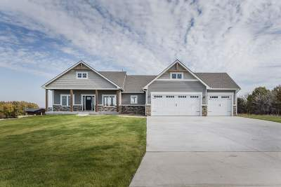 Wamego Single Family Home For Sale: 4055 Grassy Knoll