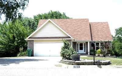 Wakefield Single Family Home For Sale: 701 Knollwood Street