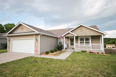 Single Family Home For Sale: 1409 Spring Hill