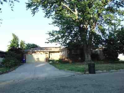 Single Family Home For Sale: 1323 Shamrock