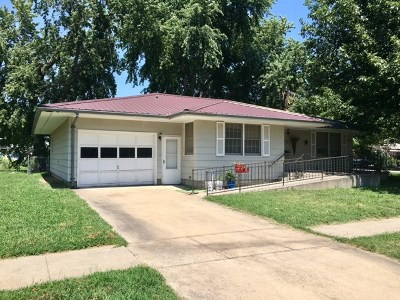 Clay Center Single Family Home For Sale: 337 Clarke