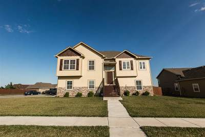 Single Family Home For Sale: 2427 Brook Bend