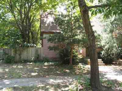 Manhattan Single Family Home For Sale: 817 Colorado