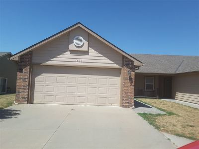 Single Family Home For Sale: 1620 Hickory
