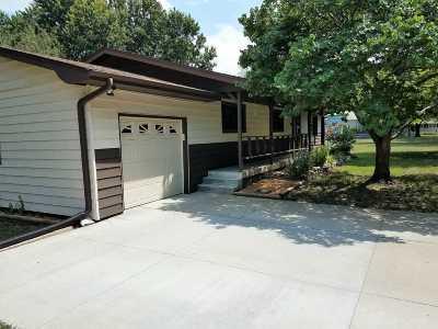 Manhattan Single Family Home For Sale: 2110 McDowell