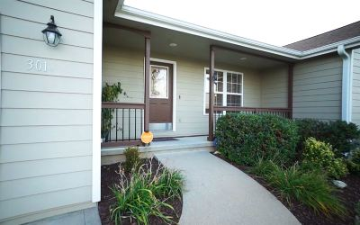 Manhattan Single Family Home For Sale: 301 Highland Ridge