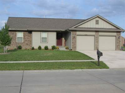 Manhattan KS Single Family Home For Sale: $245,000