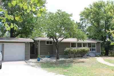 Manhattan KS Single Family Home For Sale: $195,000