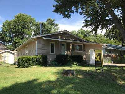 Single Family Home For Sale: 1068 Cedar
