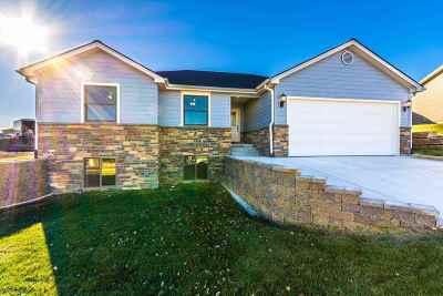 Manhattan Single Family Home For Sale: 217 Highland Ridge Drive